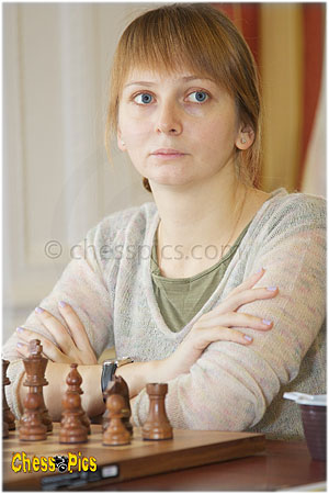 http://www.chesspics.com/albums/superfinal2010portraitsPics300x450/20101116_12NKosintseva.jpg